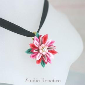 絹のお花のリボンチョーカー*。つまみ細工のネックレスm-rd