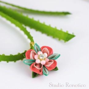 絹のお花のリボンチョーカー*。つまみ細工のネックレス
