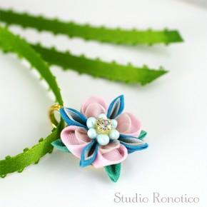 絹のお花のリボンチョーカー*。つまみ細工のネックレス ピンク